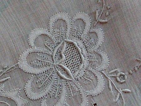 пример применения теневой глади в ручной вышивке