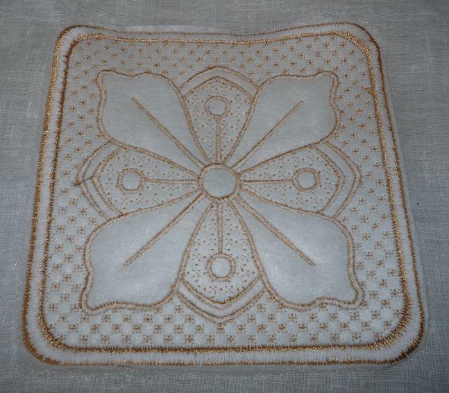 Рассмотрим технику вышивки трапунто в мастер-классе
