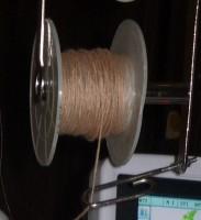 обычная вязальная нить, примененная для вышивки в вышивальной машине