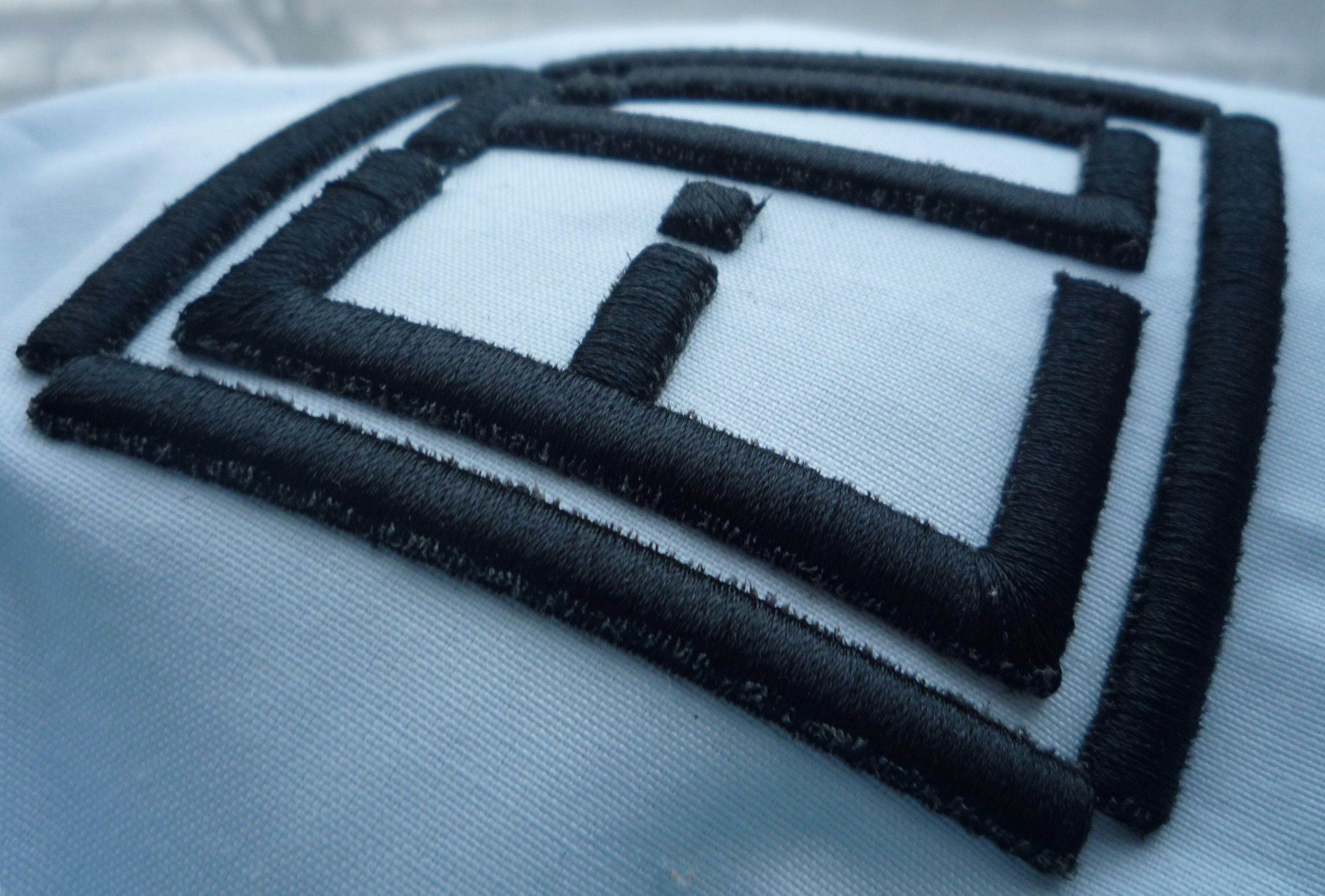 вышивка на твердом пуфе