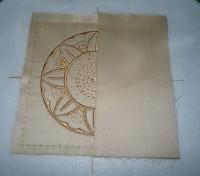 вышитая подставка-конверт одевающаяся на ножку бокала шаг 09