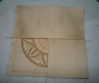 вышитая подставка-конверт одевающаяся на ножку бокала шаг 10