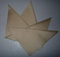 вышитая подставка-конверт одевающаяся на ножку бокала шаг 17