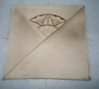 вышитая подставка-конверт одевающаяся на ножку бокала шаг 19