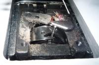 пыль под игольной пластиной вышивальной машины