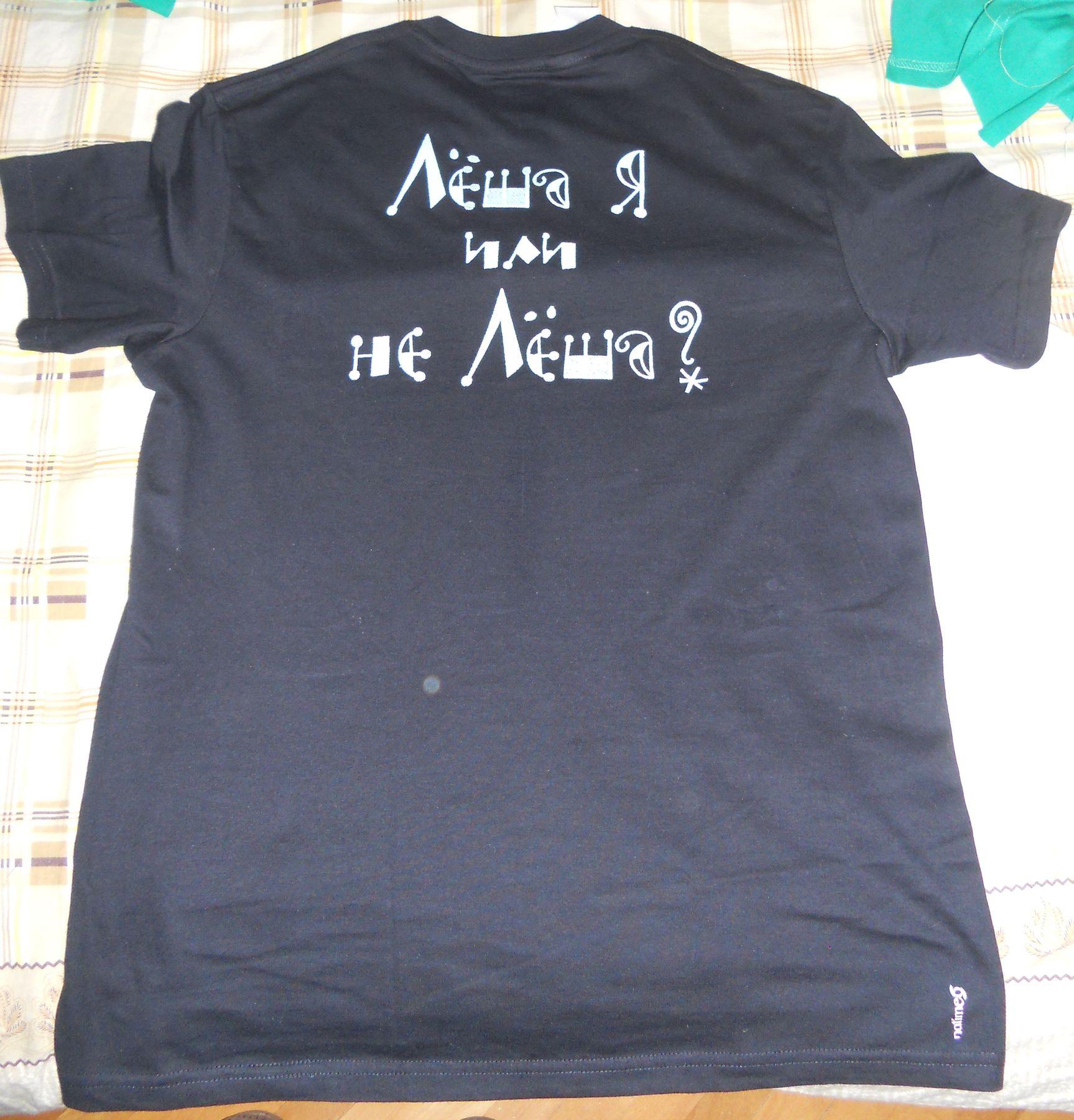 футболка вышитая нитками светящимися в темноте