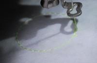 урашенная машинной вышивкой резинка для волос 03