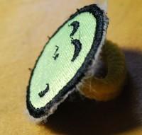 урашенная машинной вышивкой резинка для волос 13