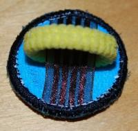 урашенная машинной вышивкой резинка для волос