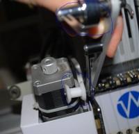 настройка приспособления для пришивания блесток на промышленную вышивальную машину 04