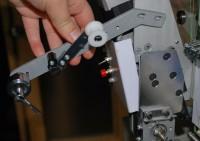 настройка приспособления для пришивания блесток на промышленную вышивальную машину 05