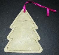 вышитая бирка на новогодний подарок елка 06