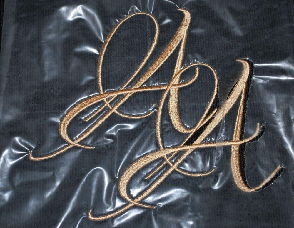 Вышивка надписей на ткани