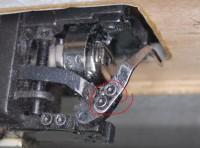 диагностика вышивальной машины, когда нитка вылетает из иглы после обрезки 06