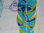 как выглядит не подрезанная вышивальной машиной верхняя нитка